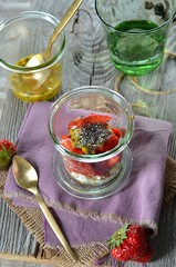verrine ricotta graines chia (zesttangerine) Tags: dessert chia passion ricotta fraise fruitdelapassion végétarien verrine grainesdechia