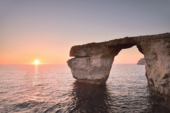 Azure Window at sunset (Sizun Eye) Tags: pink sunset sea mer seascape island nikon rocks europe mediterranean hard coucher eu malta cliffs 09 lee d750 filters tamron falaise coucherdesoleil gozo southerneurope dwejra 2470mm littoral gnd dwejrabay mediterranne azurwindow sizun leefilters europedusud tamron2470mmf28 nikond750 sizuneye