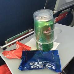 Beer and Snacks (sfPhotocraft) Tags: beer heineken nuts delta tray 757 plasticcup deltaairlines canofbeer economyclass