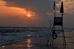 BUONE VACANZE AMICI DI FLICKR ! (Salvatore Lo Faro) Tags: italy nikon italia nuvole mare alba natura cielo sole riflessi puglia spiaggia vacanza salvatore onde gargano 7200 torretta lofaro