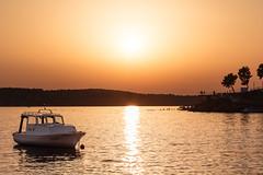 Sundown (-DerFranke-) Tags: canon eos6d eos 6d ef24105f4l ef 24105 f4 l croatia kroatien hvratska sibenik sonnenuntergang sunset sundown boot motorboot motor boat meer sea ocean atmosphere atmosphre sonne sun hgel hills dinka