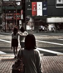 Kumamoto 51 : en retrait (www.danbouteiller.com) Tags: street city japan canon women 日本 5d canon5d fullframe crosswalk rue japon ville femmes kumamoto kyushu 九州 日本国 熊本市 5dmk2
