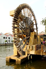 Sultanate Water Wheel from downriver. (tiger289 (The d'Arcy dog supporters club)) Tags: park flowers trees plants cats fish cars chicken dogs beer buses animals ferry museum boats singapore dubai village fishermen dragonflies ships bridges churches crab insects georgetown malaysia koi artillery noodles carp penang monuments kampong radar melaka waterwheel mosques forts malacca penanghill wheeloflife canons plaques limos bentong karak johore melakariver goldencarp spicetrade malaccariver floradelamar minesweeping oldgeorgetown fastpatrolboat embrasures muziumsamudera maritimemuseumofmalacca