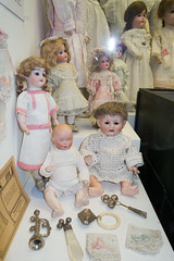 Antique baby dolls (quinet) Tags: germany munich toy deutschland dolls antique allemagne spielzeug toymuseum jouet ancien puppen antik spielzeugmuseum poupes musedujouet 2013