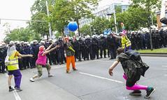 D3s_20160611_153159_01 (martin juen) Tags: vienna wien demo austria österreich demonstration polizei rechts aut barrikaden nationalismus gegendemo pfefferspray barrikade polizeigewalt rechtsextrem martinjuen revisonismus identitär identitäre 12062016 12juni2016