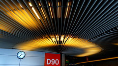 Aéroport de Palma - Palma Airport (blafond) Tags: airport mallorca palma aeroport pmi d90 majorque boardinggate portedembarquement