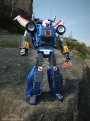 MP-25 Tracks (Klinikle) Tags: chevrolet car robot tracks transformers corvette takara tomy autobot masterpiece blaster raoul