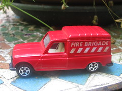 Renault 4 (streamer020nl) Tags: norev toys jouets model renault 4 fireservice pompierssapeurs france 1970s 1980s