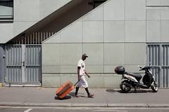 "204/366 (serie ""frame/cadre"") (Kairos !) Tags: frame cadre serie walk walking color colorful streetwalk street urban city streetphotography streetphotographer conceptualimage conceptphotos 366 366days project366 fujixt10"