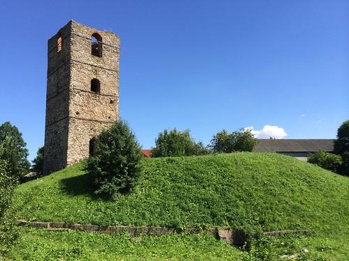 Wieża obronna w Stołpiu od zachodu