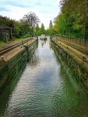Entering the lock (Cycling man) Tags: water thames river landscape boat lock caversham