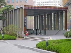 Seoul Subway Entrance (Travis Estell) Tags: korea seoul subwayentrance southkorea jongno republicofkorea jongnogu    transitentrance cheongjin cheongjindong