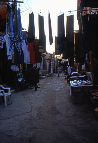 "Ägypten 1999 (078) Im Souk, Assuan • <a style=""font-size:0.8em;"" href=""http://www.flickr.com/photos/69570948@N04/27199840156/"" target=""_blank"">View on Flickr</a>"
