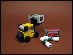 Forklift and containers (Karf Oohlu) Tags: lego moc microscale forklift container