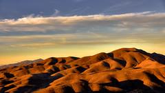 Above the Mojave Desert - ber der Mojave Wste (W_von_S) Tags: sunset sky usa clouds america landscape licht sonnenuntergang unitedstates desert outdoor sony flight himmel wolken helicopter landschaft schatten wste werner mojavedesert flug a700 mojavewste wvons