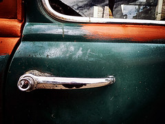 290716 (roberke) Tags: auto car closeup door deur detail window venster old oud klink chroom painted outdoor oldtimer