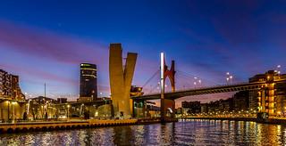 Hora azul en el Puente de la Salve(Bilbao)