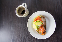 Coffee and sandwich (Infomastern) Tags: caf salmon sandwich lax coffe kaffe kafe smrgs vellingeblomman farmoridascaf