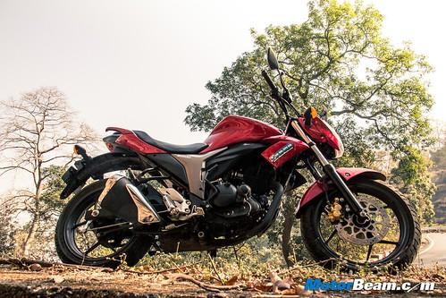 2015-Suzuki-Gixxer-Long-Term-05