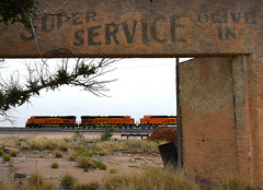 Misty Morning Ruins (Missabe Road) Tags: bnsf yeso southerntranscon 8101