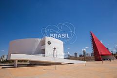 CO_Goinia0077 (Visit Brasil) Tags: horizontal arquitetura brasil poste monumento evento fachada cultura goinia patrimnio negcio poltico centrooeste comgente diurna centroculturaloscarniemeyeresplanadaculturaljuscelinoku centroculturaloscarniemeyeresplanadaculturaljuscelinokubitschek negcioseeventos