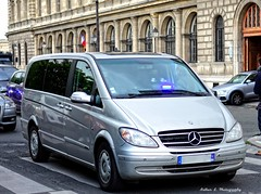 Gendarmerie Nationale - GIGN (Arthur Lombard) Tags: paris france army mercedes nikon military 911 police led policecar 17 minivan emergency 112 militaire arme 999 unmarked gendarmerie policedepartment gign armedeterre armefranaise gendarmerienationale mercedesvito gyrophare nikond7200
