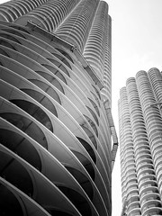 Mike Maney_Chicago Finale-195.jpg (Maney|Digital) Tags: architecture chicago city friends skyline streetphotography