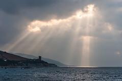 Vigilando desde el Cielo (J13Bez) Tags: agua amanecer costa estrecho guadalmesi mar playa rocas
