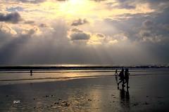 Sunset na praia!! (puri_) Tags: indonesia ilha bali kuta praia mar reflexos areia sunset silhuetas picmonkey