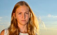 Andrea al natural. (eustoquio.molina) Tags: retrato portrait chica girl femenine model rubia blond natural contraluz