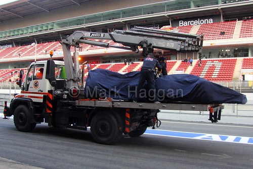 Carlos Sainz Jr's car is recovered during Formula One Winter Testing 2015