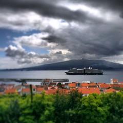 Vista para o Pico. (lipevgoncalves) Tags: portugal view cruiseship azores aores htc faial ilhadopico picoisland faialisland ilhadofaial htcphoto htconex