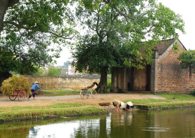 Ngôi làng có không gian yên bình ở vùng ngoại thành với khá nhiều đình, chùa, miếu