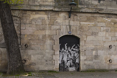 Quai de Seine, Paris (Marc_L21) Tags: bw paris france graffiti tag nb quaideseine