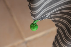 """Vert"" le bas ! (Pi-F) Tags: green texture fruit table vent vert ligne pomme rayure pli pince courbe nappe lourd"