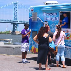 Frozen Delight (JKEL) Tags: street bridge people food philadelphia candid streetphotography icecream benfranklinbridge pennslanding waterice foodtruck