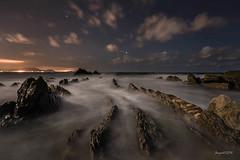 Night with dragons (El color del cristal) Tags: barrika costa mar sea seascape largaexposicin longexposure rocas rocks cielo nubes estrellas stars night nightphotografy