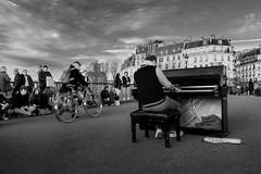 Street concert in Paris