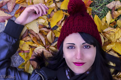 Das para recordar. (Soraya Martnez Fotografa) Tags: autumn red portrait selfportrait lana wool colors girl beauty photoshop canon hojas photography 50mm chica gorro retrato autoretrato colores lips otoo colorefexpro hinvierno photoshopcs6 canon1100d sorayamartinezarmero