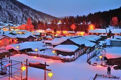 雪鄉夜色 China's snow town (愚夫.chan) Tags: china heilongjiang 夜景 東北 黑龍江 nightcolors 雙峰林場 chinassnowtown 雪鄉夜色