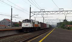 CC 206 13 79 mit Frachtzugen am Cakung (stromabnehmer) Tags: electric indonesia general 206 eisenbahn railway cm cc 20 ge 13 emp api indonesian 79 kereta