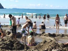 "Hot water beach <a style=""margin-left:10px; font-size:0.8em;"" href=""http://www.flickr.com/photos/83080376@N03/17023014675/"" target=""_blank"">@flickr</a>"