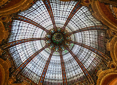 Galeries Lafayette stained glass dome... (Kat-i) Tags: paris france frankreich departmentstore kati galerieslafayette katharina kaufhaus 2015 stainedglassdome artnouveauarchitecture jugendstilarchitektur nikon1v1 buntglaskuppel