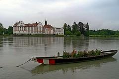 Schloss Neuhaus am Inn (Erich Hochstöger) Tags: castle water river landscape bayern bavaria boot boat inn wasser chateau schloss fluss landschaft