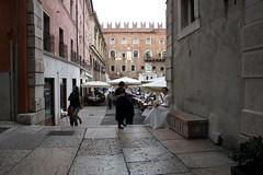 Ci vediamo in Piazza Dante per sposarci...cerca di essere puntuale! (Annamaria Rizzi) Tags: