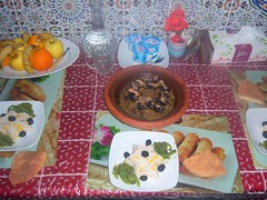 100_9390 (latifalaamri) Tags: fruits pain maroc salade djeuner viande tagine marocain pruneaux