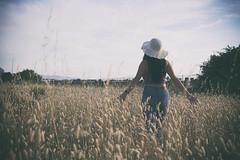 Per i campi (Federica_F) Tags: ragazza campo allaperto