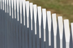 Picket (jmaxtours) Tags: white ontario fence perspective whitepicketfence picket notl picketfence niagaraonthelakeontario