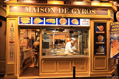 Rue de la Huchette Paris (tomosang R32m) Tags: paris france kebab   ruedelahuchette
