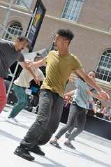 Compagnie Dyptik - D - Construction (c) Henry Krul (6) (Henry Krul) Tags: dance construction outdoor d henry op hip hop dans krul deventer straattheater streettheatre 2016 stelten dyptik